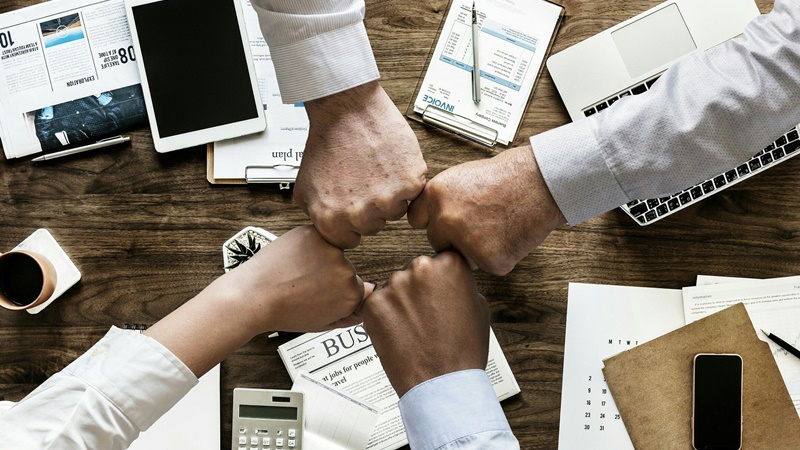 Jak wykorzystać narzędzia Microsoft 365 do budowania zaangażowania w zespole rozproszonym?